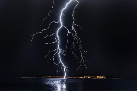dark-flash-lightning-1114690.jpg
